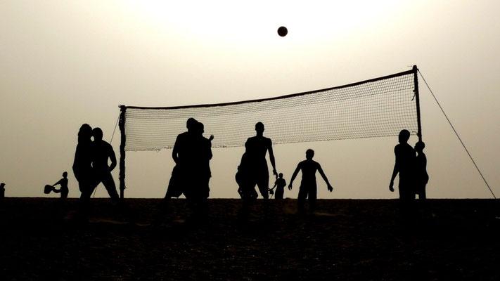Joueurs de voley ball, La lagune,  Le Baobab, La Somone, Senegal, Sn,  P1080931.JPG.jpg