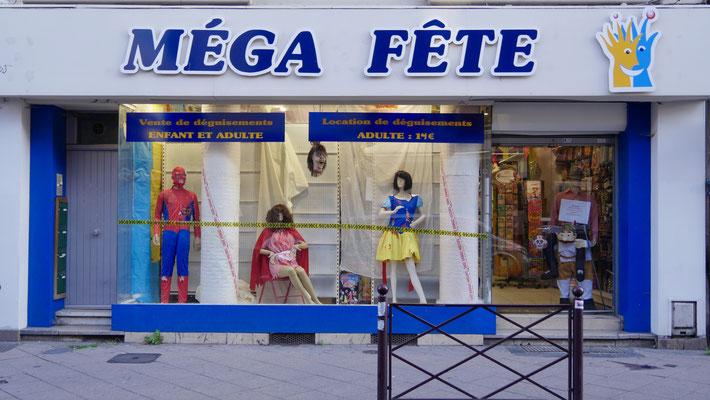 Mannequin, Méga Fêtes, rue Gambetta, Wazemmes, Lille, F,