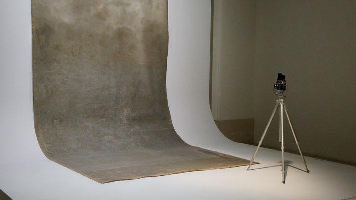 Fond photo studio, Rolleiflex, Exposition Irvin Penn, Grand Palais, 75008 Paris, F,