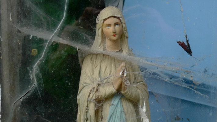 Vierge et papillon, Chez jean Louis, Villemoyenne, F,  P1030486.JPG