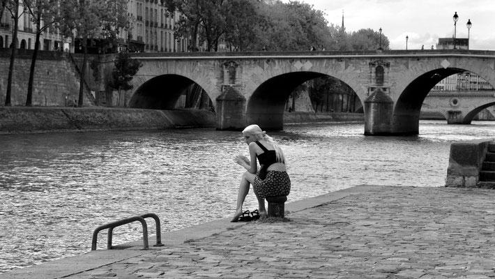 Pieds nus, Quais de Seine, 75004 Paris,F,