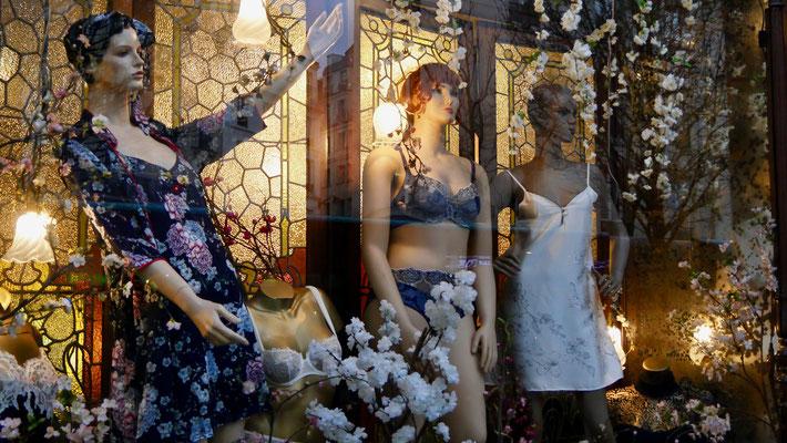 Mannequins, Vitrine Melle Claverie, Fg Saint Martin, 75010 Paris, F,