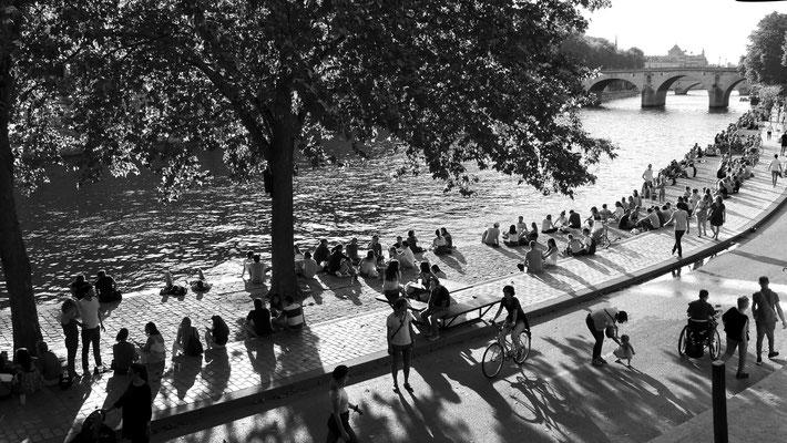 Dimanche, Quai des Célestins, 75004 Paris, F,