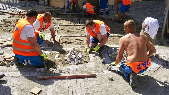 Ouvriers municipaux,Pavés,  Place Venceslas, Prague, Tchéquie, Cz,