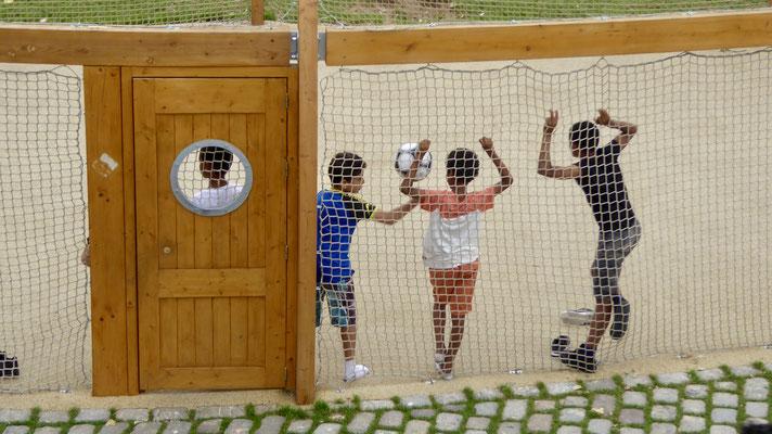 Footballeurs dans le Dôme, Paris-Plage, Quai de Seine, Paris, F,