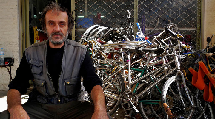 Bicycles technician, Nea Smirni, Athènes, Gr, P1000557.JPG