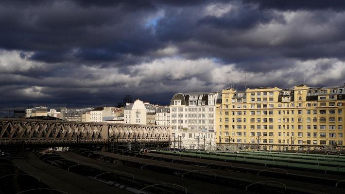 Immeubles, Gare de  L' Est depuis le Jardin Marielle-Franco, 75010 Paris, F
