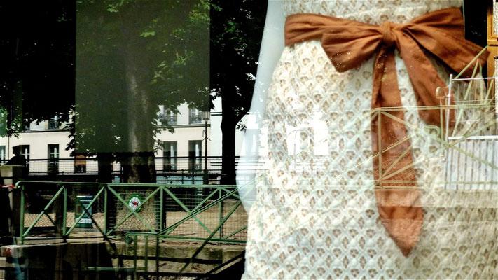 Mannequins, reflets, vitrine,  Canal Saint Martin, Quai  de Valmy, 75010 Paris, F,  P1000128.JPG (1).jpg