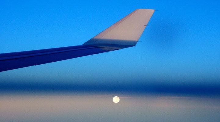 Lune, vol Tokyo Nouméa, Japon,  .JPG