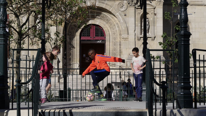 Foot dans un kiosque Eglise Saint Christophe de la Vilette, 75019 Paris, F,