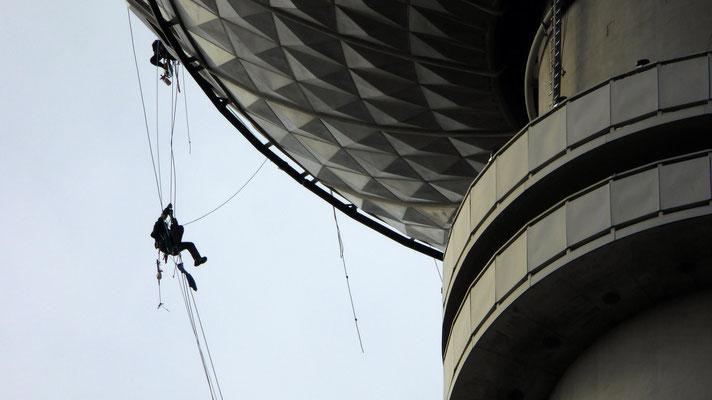 Nettoyeurs, Tour Fernsehturm, Alexander platz, Berlin, D, P1000011