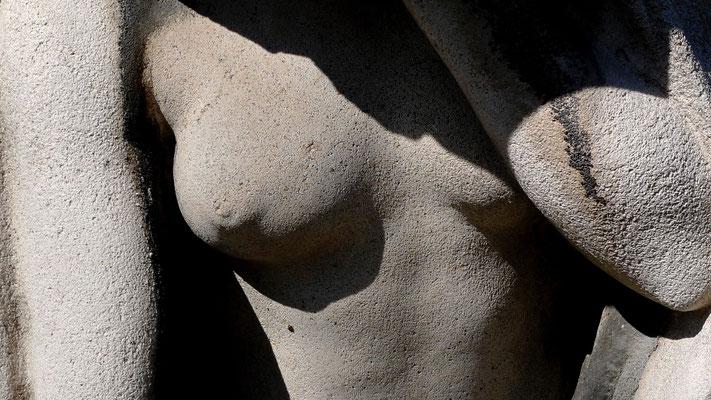 Sein, détail tombe,  Cimetière Montmartre, 75018 Paris, F,  P1050964.JPG.jpg