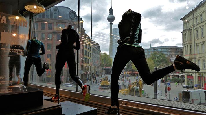 Mannequins Nike, Tour, Rosenthaler strasse, Berlin ,D,  P1000329