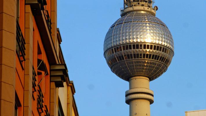 Tour  Fernsehturm,  from Hackeshen hof,  Rosenthaler stasse, Mitte, Berlin ,D, P1050257