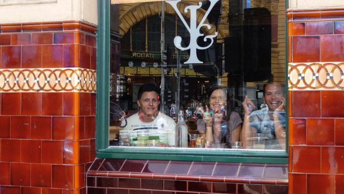 Client, Bar, Princess hotel,  Melbourne, Australie, Aust,  P1020049.JPG
