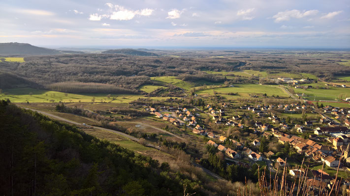 Blick vom La Croix du Dane auf die weite Umgebung von Poligny