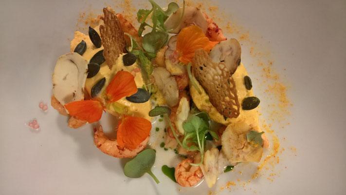 Unser Entrée: Crevetten aus einem ganz bestimmten See mit Kürbis-Mousse