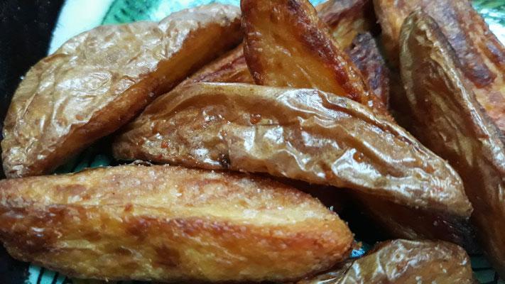 leckere Pommes - dank der coolen Friteuse, die mit nur einem Esslöffel Öl auskommt