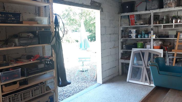 Im Atelier wird eine grosse verglaste Flügeltüre eingebaut ...
