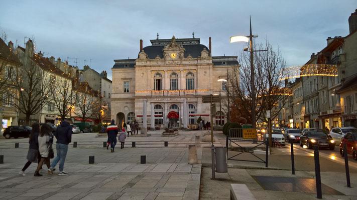 Lons-le-Saunier im weihnachtlichen Lichterglanz
