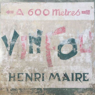 Le Vin Fou (verrückter Wein) ist ein Weisswein, der aus dem Hause Henri Maire stammt