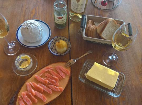 """Lachsfrühstück mit einem speziellen Weisswein """"Jurançon"""""""