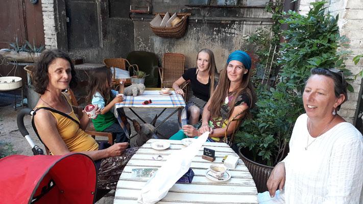 In der Ferronnerie in Tournus mit Jacqueline, Zora, Simone und Dominik