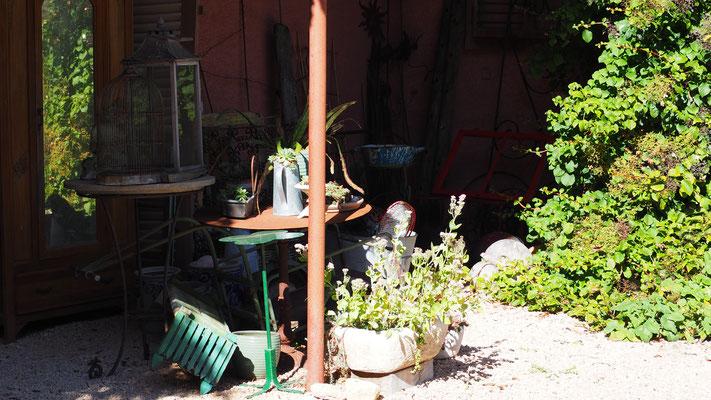 Umzugs-Zwischenlager für die Gartendeko