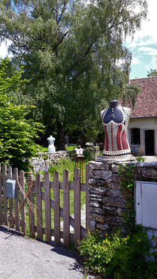 an Pfingsten herrscht in Château-Chalon viel Betrieb
