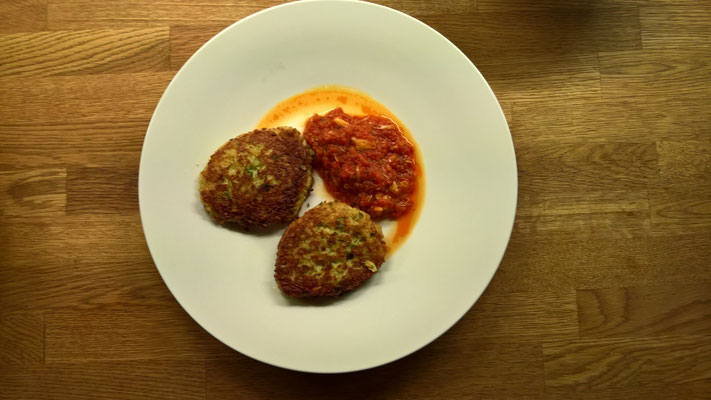 Karden-Tätschli (Bouletten) mit Tomatensugo