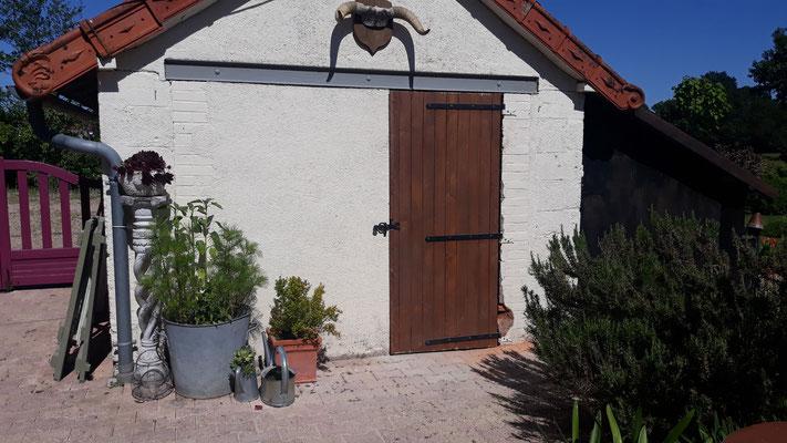 Die Garage hat einen Zugang vom Hof ...