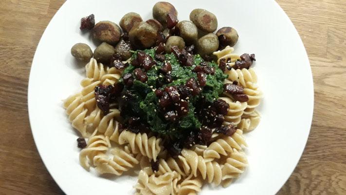 Resteessen mit Gnocchi, Teigis, Spinat und Rote Bete