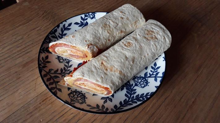 Tortillas, gefüllt mit Humus & Lachs