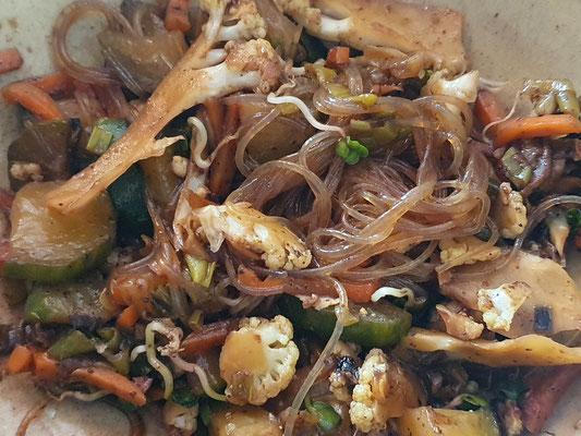 Gemüsepfanne mit Mungbohnennudeln