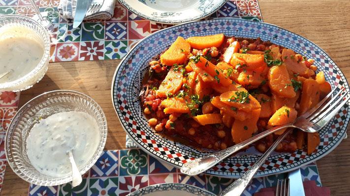 Kichererbsen mit Tomatensugo und Süsskartoffeln ...