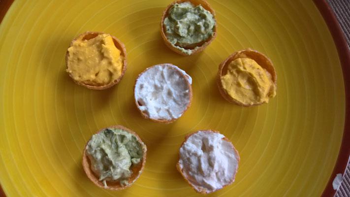 Amuse-geule, gefüllte Küchlein mit Meerrettich-, Kürbis- und Bärlauch-Mousse