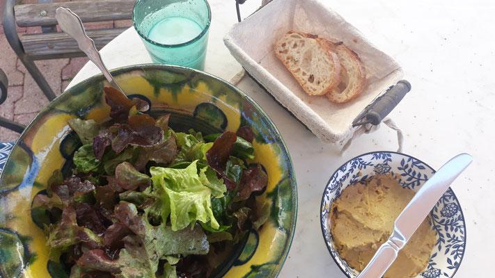 Erster eigener Eichblattsalat & Humus