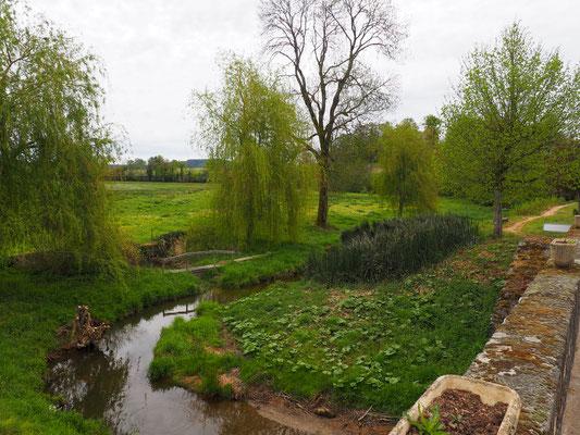 Im Dorf führt eine Brücke über die Somme