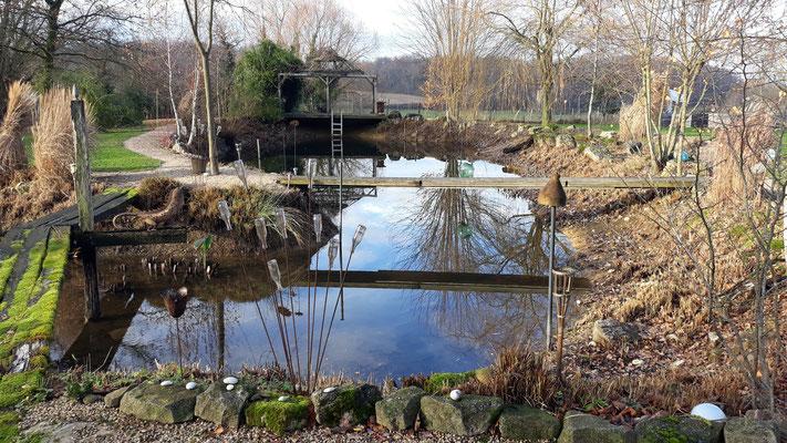 07.12. Der Teich, still und ruhig