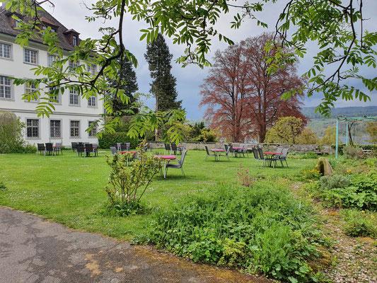 Das eigentliche Schloss mit Schlossgarten, wo wir, wann immer möglich, gegessen haben