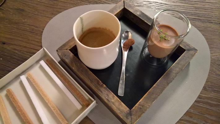 Zum Schluss ein Kaffee mit einem Schoggi-Mousse - herrlich lecker war alles!