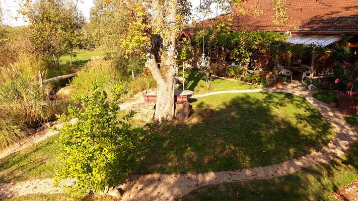 18.10. Gartenansicht vom Baumhaus