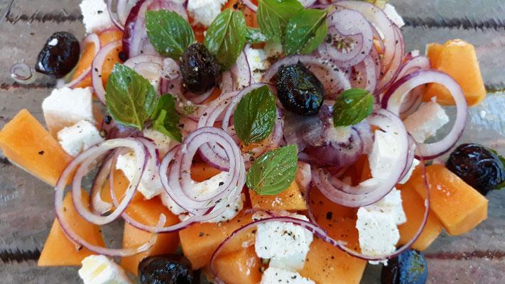 Melonen mit Feta und Zwiebeln - gab es ein paar Mal als köstliches Mittagessen