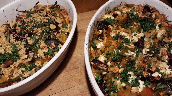 Gratin mit Pasta, Kürbis, Rote Bete und Granatapfel - einmal vegan, einmal vegetarisch