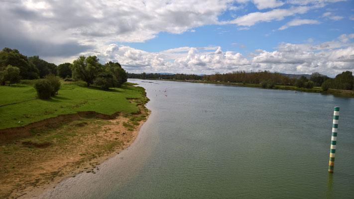 Südlich von Ratenelle gibt es eine Brücke über die Saône - Blick in den Süden