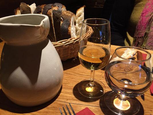 """Ein Glas Vin jaune - ein """"Macvin"""" für Annette und ein """"Savagnin"""" gehört da natürlich dazu"""