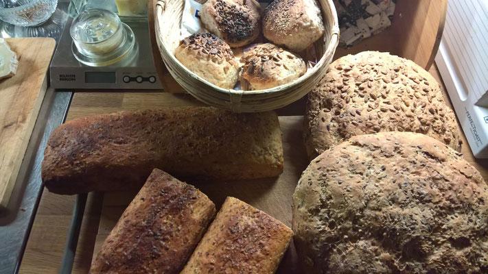 Frisch gebackenes Brot vom Holzofen - made by Annette