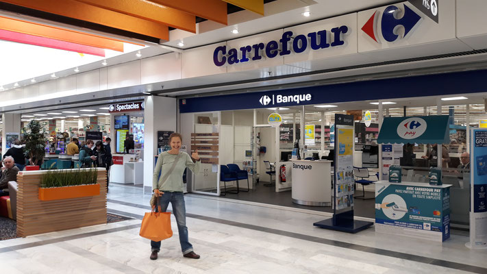 Mit Julia im grossen Carrefour in Chalon