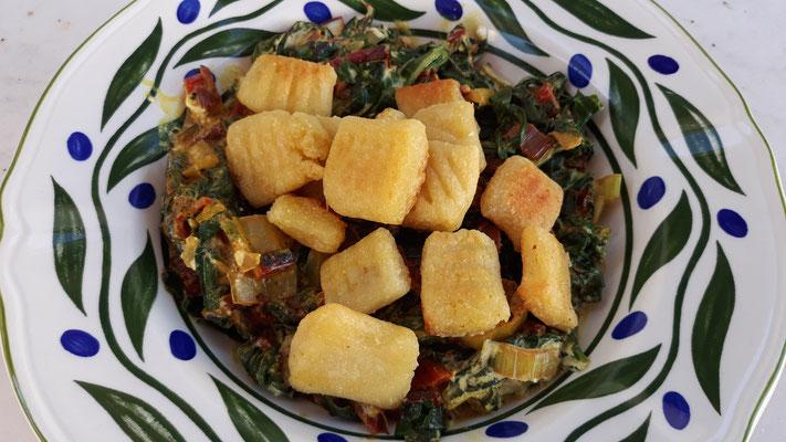 Mangold-Curry mit Gnocchi
