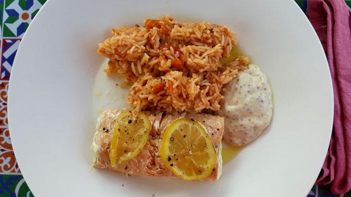 Lachs und Tomatenreis mit Dip
